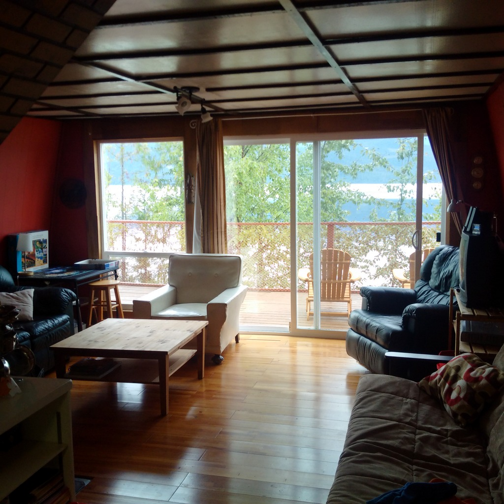 Lakefront Cabin with Gorgeous View on Quesnel Lake - 5563 Marshall Creek Road, Quesnel Lake, Horsefly BC
